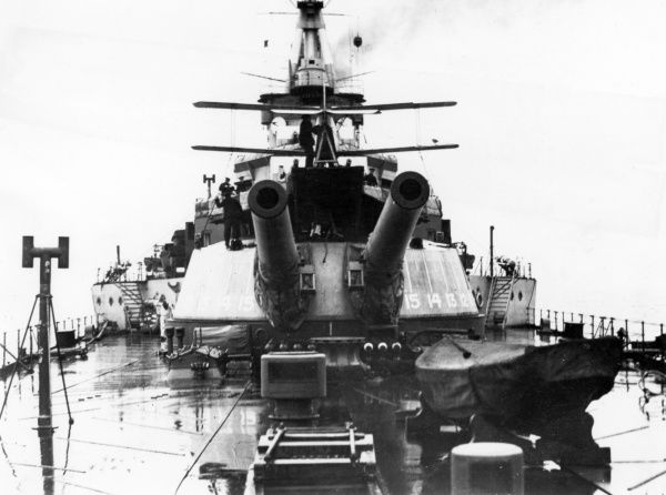 Stern view of HMS Repulse showing a Sopwith Pup biplane on the aft turret during the First World War. Date: 1916-1918