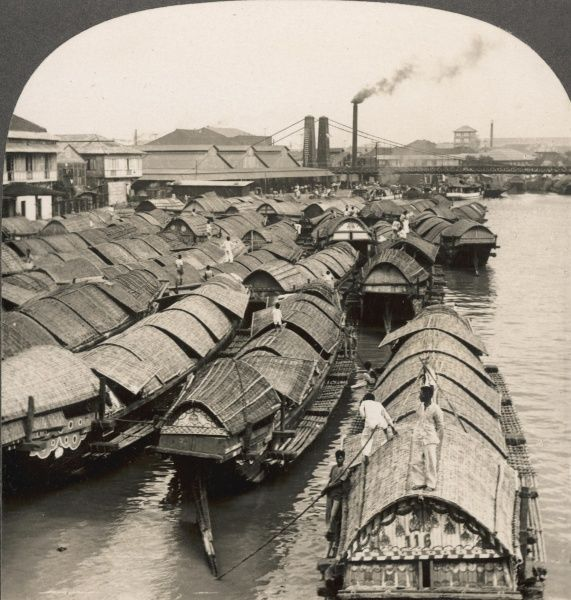 Houseboats ('caseos') on the Pasig River, Manila, on Luzon island