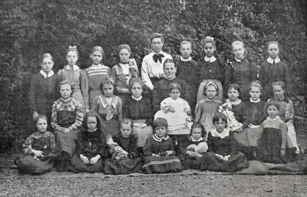 The inmates of Arundel House, Acre Lane in the Brixton/Clapham area of London. It was a privately run certified home for poor children, mostly placed there by poor law authorities. Date: 1905