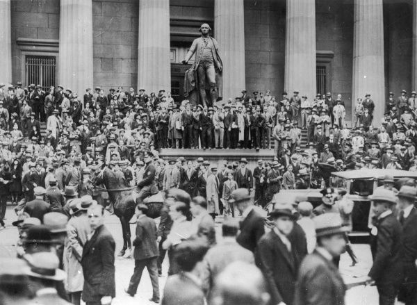 Big crowds still besiege the sub-treasury awaiting the arrival and departure of the leading financial men