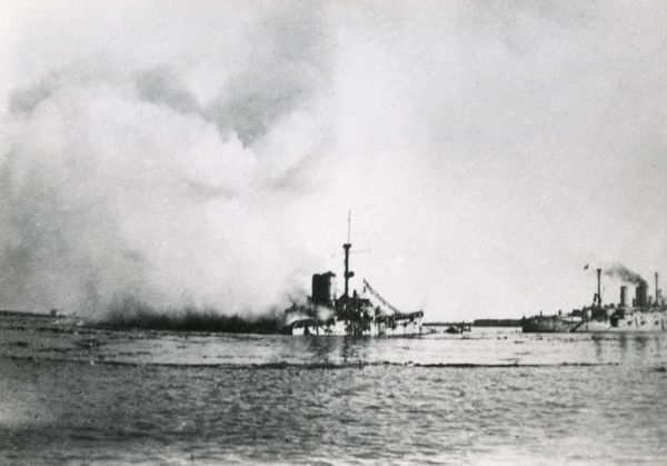 The Italian light cruiser Nino Bixio, launched 1911, served during the First World War, decommissioned 1929. Seen here at Brindisi, Italy. Date: 20th century