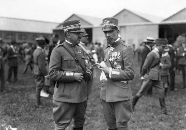 Two Italian generals during the First World War. They are General Giuria of the Italian Army, and General Siebert of the Italian Air Force. Date: 1915-1918
