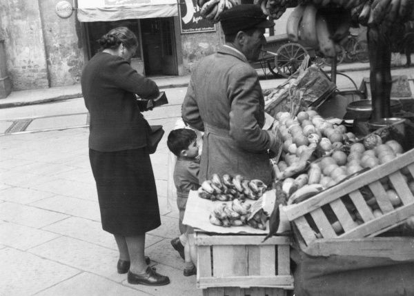 A fruit and vegetable stall on an Italian market. Date: 1950s