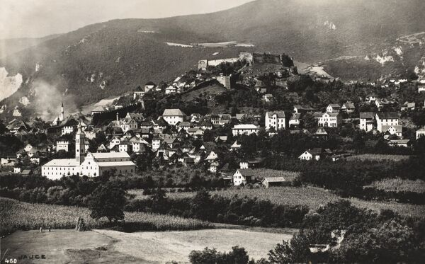 Jajce is located in the central part of Bosnia Herzegovina. It is on the crossroads between Banja Luka, Mrkonji Grad and Donji Vakuf, on the confluence of the rivers Pliva and Vrbas. The Castle can be seen atop the hill (centre)