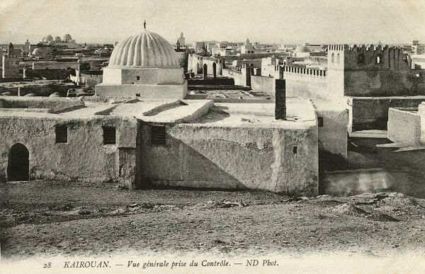 General view over the rooftops of Kairouan (Kirwan or al-Qayrawan), Tunisia Date: circa 1910s
