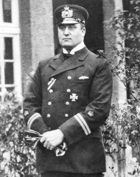 Kapit䮬eutnant der Reserve Aloys B�r, commander of Zeppelin L14 when it bombed Edinburgh in April 1916 during World War One. He later commanded Zeppelin L33 in a bombing raid over London. L33 sustained damage by anti-aircraft fire