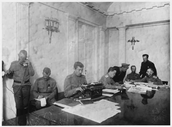 Kerensky's headquarters at Tsarskoe Selo, during his struggle to preserve his government against the attempted coup by general Kornilov
