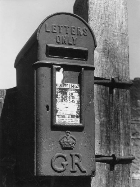 A King George (V or VI?) country letter box. Date: 1950s