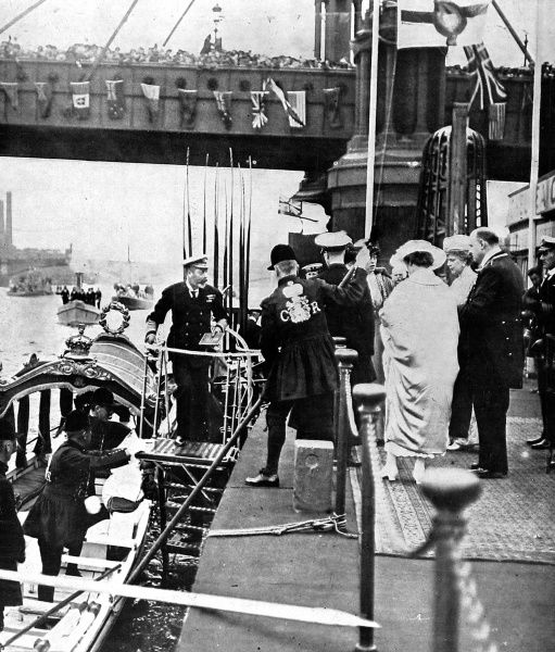 Photograph of King George V, Queen Mary, Princess Mary and Princess Victoria disembarking from the State Barge at Cadogan Pier, London, on 4th August 1919