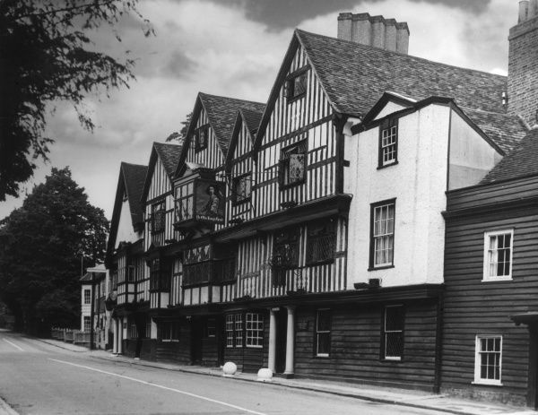 The 'King's Head' inn, Chigwell, Essex, made famous by Charles Dickens, as the 'Maypole' in his novel 'Barnaby Rudge' (1841). Date: 17th century