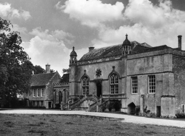 Lacock Abbey, Wiltshire, founded in the early 13th century by Ela, Countess of Salisbury as an Augustinian monastery. Also home of Fox Talbot, photography inventor Date: 16th century