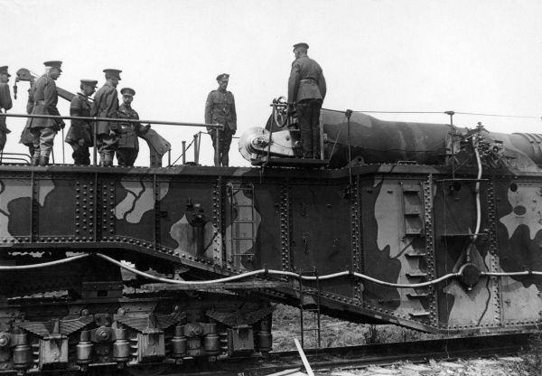A large 14 inch British railway gun, nicknamed the Boche Buster, being inspected by King George V and a group of army officers during the First World War. The King personally oversaw the firing of its first shell from Maroeuil,near Arras, northern France