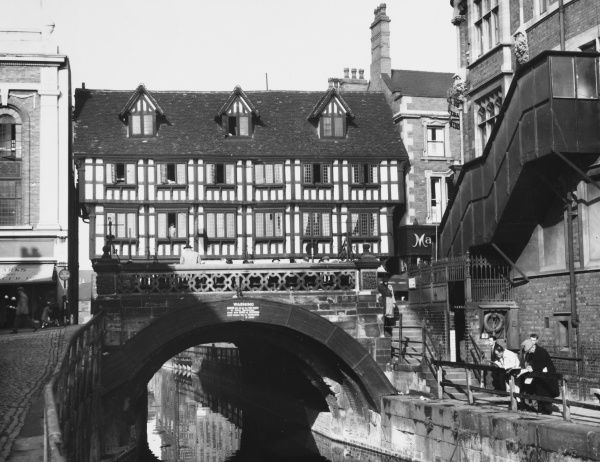 The High Bridge was built upon a Norman arch dating from 1160. The house above dates from 1540