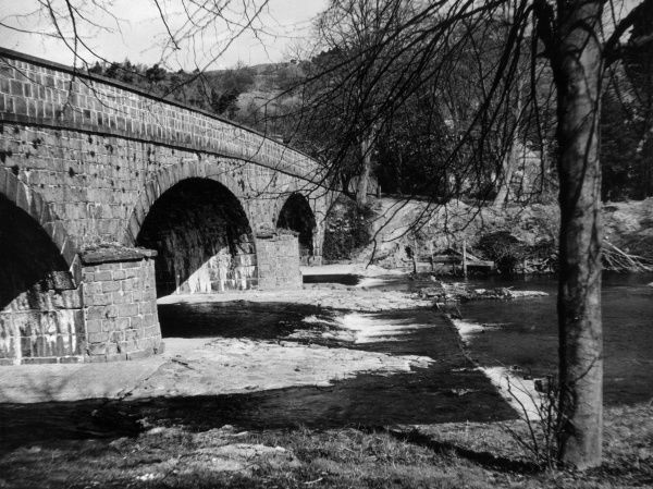The old bridge over the River Severn at Llanidloes, Montgomeryshire, north Wales. Date: 1960s