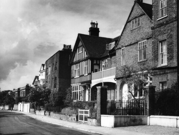 The Mall, Chiwick, west London, a pleasant row of houses overlooking the River Thames. Date: 1950s