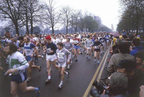 Runners taking part in the very first London Marathon. Date: 29 March 1981