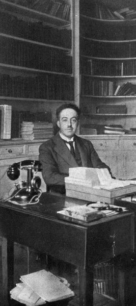 LOUIS VICTOR, prince de BROGLIE French scientist, in his workplace. Date: 1892 - 1987