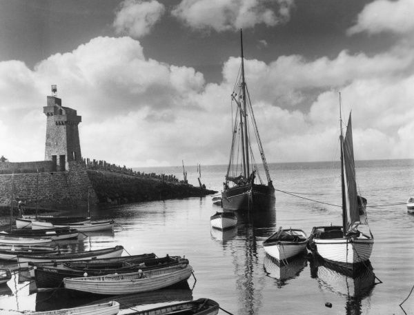 A peaceful scene at Lynmouth Harbour, North Devon, England. Date: 1930s