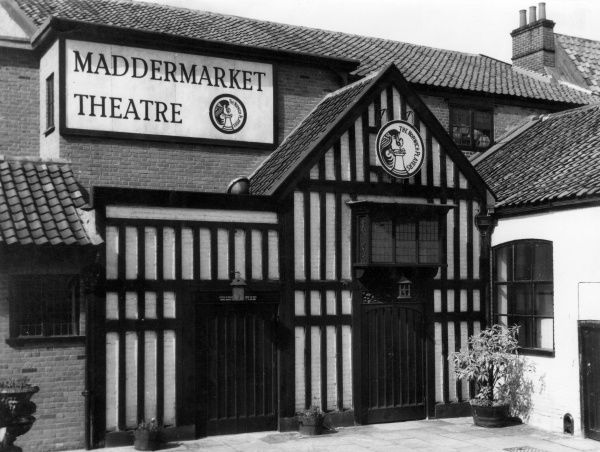 The Maddermarket Theatre, Norwich, Norfolk, England, home of the famous Norwich Players and a replica of an Elizabethan theatre. Before it was rebuilt in 1953. Date: circa 1950