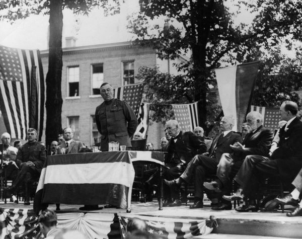 Major General Leonard Wood (1860-1927), American army officer, delivering a graduation address as part of military training activities at the Georgia School of Technology, Atlanta, Georgia, USA. Date: 1917