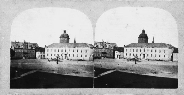 Stereoscope image from the market square, Makloe, Sweden, 1865. with the town hall and the Church of St Peter. Date: 1865