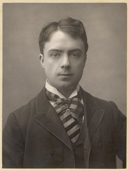 Smart young man of the late Victorian period: the actor and singer Charles Courtice Pounds (1862-1927)