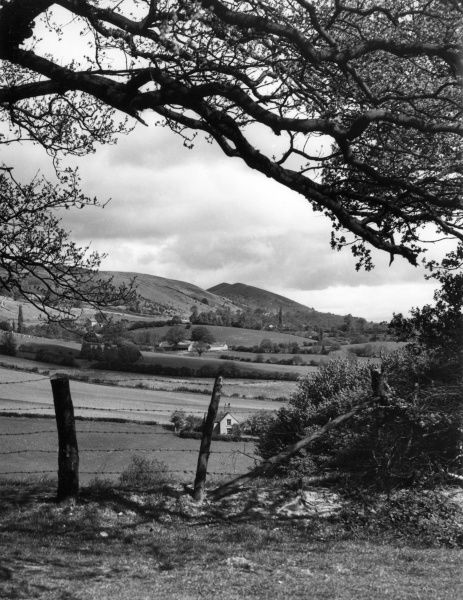 A charming glimpse of the Malvern Hills, Worcestershire, England. Date: 1950s