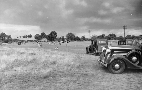 No Man's Land Common, near Wheathampstead, Hertfordshire, England; a favourite parking place on any summer afternoon. Date: 1930s