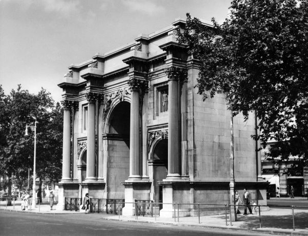 Marble Arch, designed by John Nash in 1828. Made of Carrara marble and originally intended as a grand gateway to Buckingham Palace. Date: early 1950s