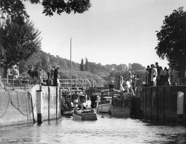 A busy scene at Marsh Lock, Henley upon Thames, Oxfordshire, England. Date: 1960s