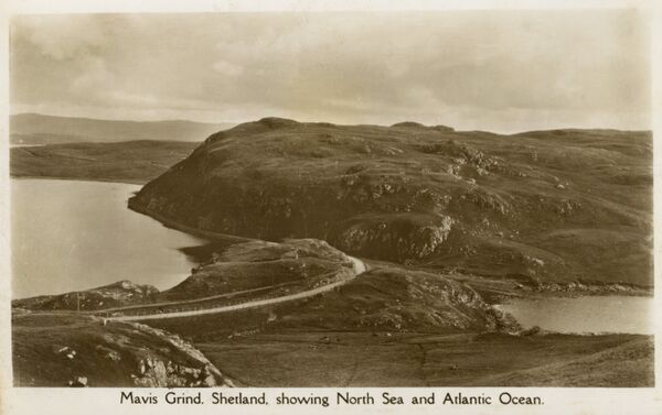 Mavis Grind, Shetland Islands - both the North Sea and the Atlantic Ocean are visible in one hot! Date: circa 1910s