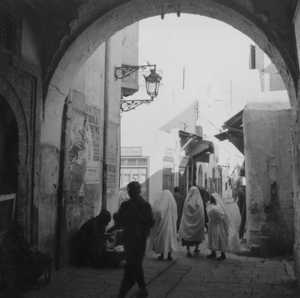 The entrance to the Medina, Tunis, Tunisia, North Africa. Date: 1930s
