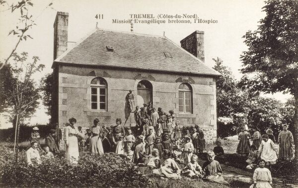 Tremel, France (Cotes-du-Nord) - Mission Evangelique Bretonne - The Hospice. The number of children present suggests to me that this is in fact an orphanage. Date: circa 1910s