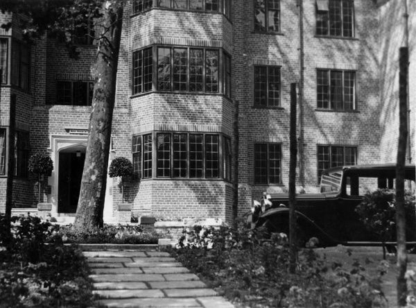 A car parked outside a 'modern' block of flats, Putney Hill, south west London. Date: 1930s