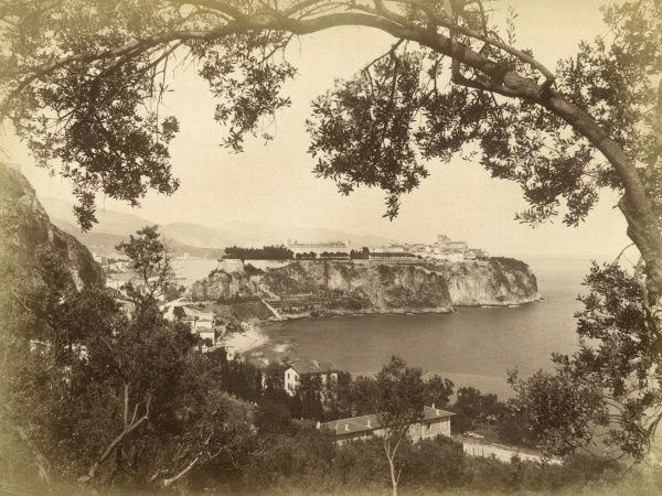 General view looking along the coast : on the distant headland are the Palais and the Musee Oceanographique. Date: circa 1900