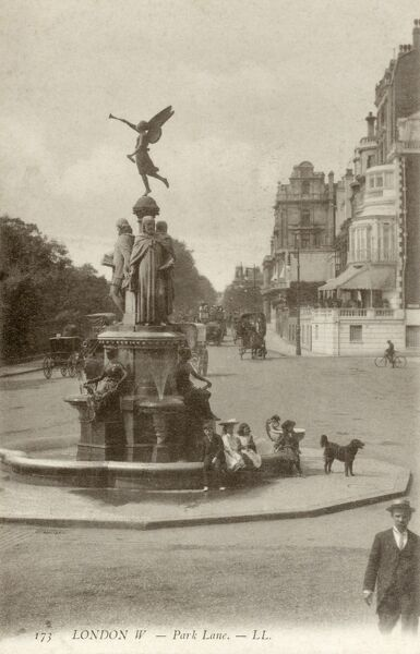 Monument on Park Lane, London Date: circa 1900