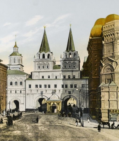 Moscow: Yverski chapel and gate