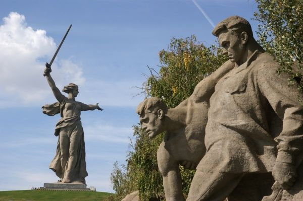 Russia, Volgograd (Zaryzin, Stalingrad). Battle of Stalingrad Memorial, Mamajev Kurgan Hill. 'Russian soldiers in battle' statue and massive 'Mother Russia' statue. Date: 2010