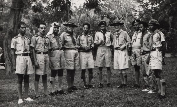 Mr F. Morgan (Commonwealth Commissioner) with 18c Aden Group and 8h Othman Group. 19 August 1959