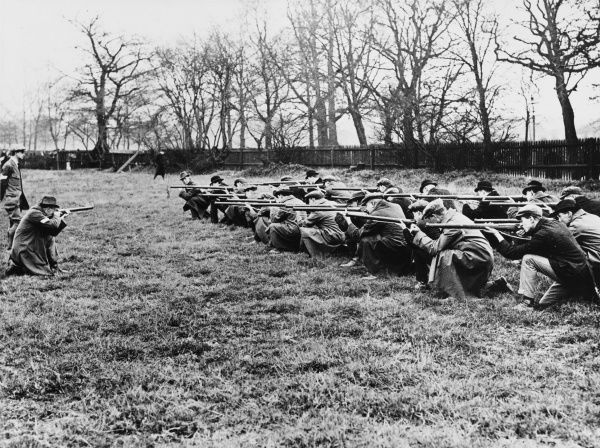 Muskeet instruction at the Wandsworth Home Defence Battalion during World War I on 30th November 1914