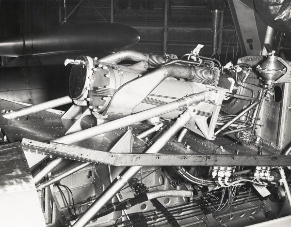 Mounted in the bomb bay of EE Canberra WK163 the Napier NSc 2 Double Scorpion rocket engine Date: 1957