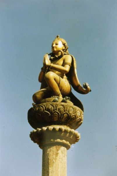 Patan: statue of King Yoganarendra Malla in Durbar Square