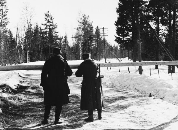 Finnish sentries stand on a road leading to Viborg and which has now become Soviet. The sentry on the right is equipped with a modern sub-machine gun. Finland during World War II Date: 1939-1940