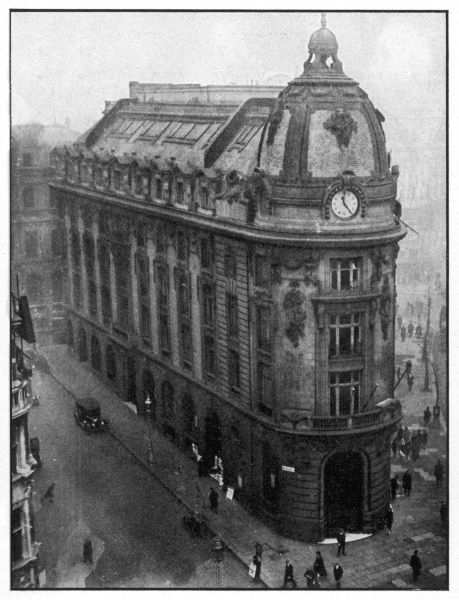 "A landmark building in London at the corner of the Strand and Wellington Street, which was, in 1927, shortly to house the ""Great Eight"" after the addition of another storey"