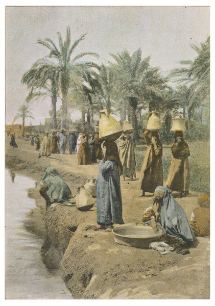 Collecting water from the banks of the Nile at Bedrechin