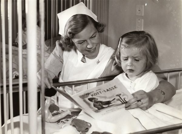 Nurse and her little patient at Childrens hospital, Stockholm, 1940s. Date: 1940s