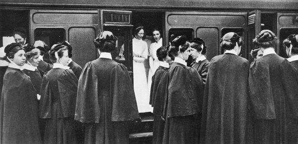 London Hospital nurses at Charing Cross station ready to travel to the aid of casualties of the First World War