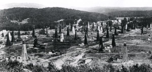 A field full of oil wells in Romania during the First World War. Date: circa 1916-1917
