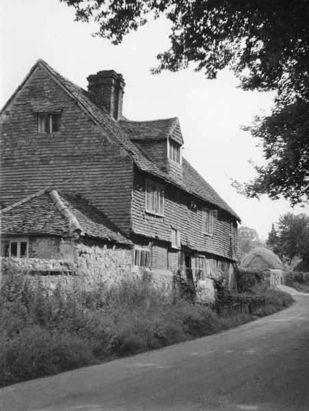 Old Farm, Brewer Street, near Bletchingley, Surrey, England. It is reputed by some locals to have belonged to a brewer who supplied beer to the nearby Tudor manor house. Date: 1950s
