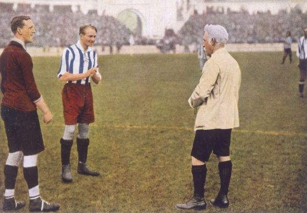 Football match between Belgium and Czechoslovakia: tossing the coin Date: 1920